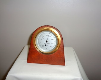 Rototherm Vintage Desk Thermometer With Wood Surround. Bimetallic thermometer. Vintage Technology. Desk Ornament. Working Display Item.