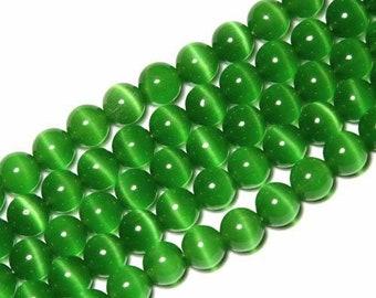 10 x beads 12mm Green cat's eye