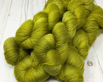 Hand Dyed Yarn on Merino cashmere Nylon MCN Green - Mellow Grellow