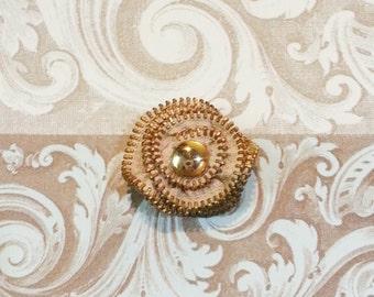 Zipper Brooch-Beige and gold tooth metal zipper