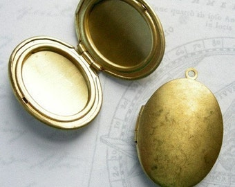 VIntage Raw Brass Oval Engraving Lockets (2x) (L504)