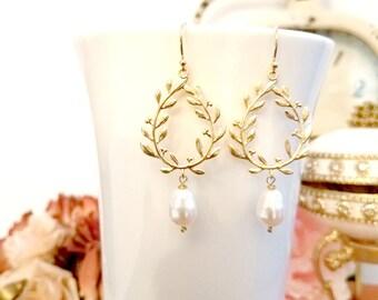 Pearl Earrings, Laurel wreath Earrings Pearl Wedding Bridal Earrings Bridesmaid Earrings Bridesmaid Gift