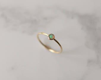 Opal Ring - 9k gold - Opal stacking ring - Gold stacking ring