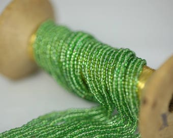 Strand of 8 threads seed round vintage transparent green 1 mm