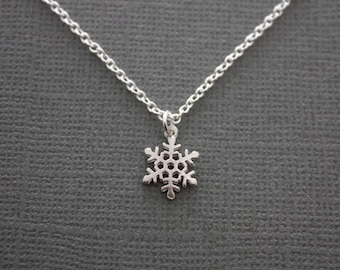 046- Tiny Snowflake Necklace, Sterling Silver Necklace, Winter jewelry , Chic, Modern