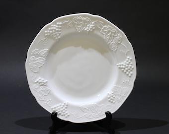 Vintage Set of 4 Colony Harvest Milk Glass Dinner Plates, Harvest Pattern, Grapes and Leaves