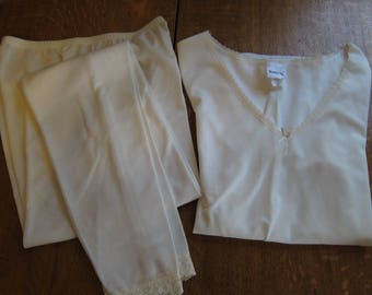 Warm N' Silky womens cream long underwear bottoms and long sleeved top,  never worn, size small
