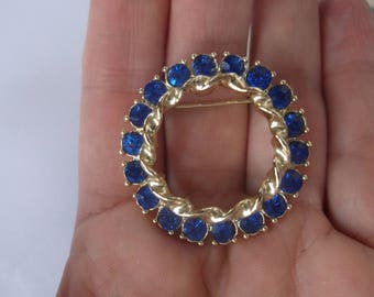 Vintage 1950s Bright Blue Rhinestone Circle Pin Brooch, There are 18 bright Blue Stones, Lovely Lapel Pin Brooch