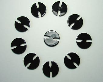 Set of 10 round buttons, 22 mm, black, synthetic, 2 notches.