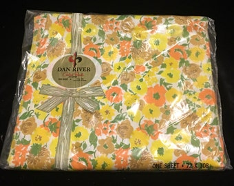 Vintage Dan River Combed Percale Flat Sheet cotton 72 x 108 double full twin bedding retro flower floral linen fabric