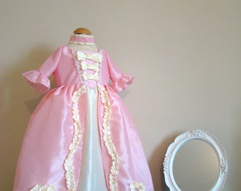 Baby and girl Marie-Antoinette 18th century in pink and yellow vanilla taffeta dress