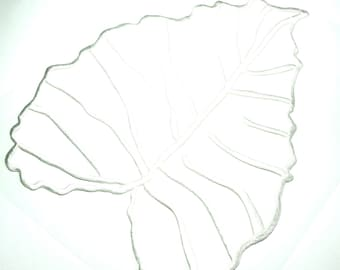 WHITE TEXTURED VISCOSE THREAD EMBROIDERED LEAF APPLIQUE ALL CARRIERS WALLS AND TEXTILE INSIDE 24/28 CM