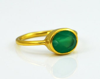 Green Onyx ring - oval ring, stacking ring, bezel ring, gemstone ring gold, May Birthstone ring, gemstone ring Mothers day gift for women