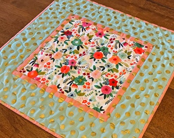 Quilted Spring Floral Table Topper, Modern Floral Table Topper, Green Pink Quilted Topper, Pink and Green Floral Table Topper