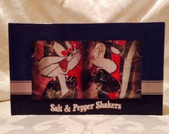 Looney Tunes Pepe Le Pew and  Penelope In Love  Tin Salt & Pepper Shaker Set