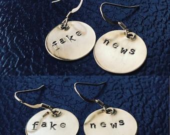 FAKE Nachrichten oder Ihre benutzerdefinierte graviert Wörter bronze Sterling Silber Ohrringe gestempelt