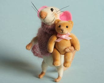 Needle felted Mouse with bear. Mouse in pink scarf. Tiny bear. Dollhouse Mouse. Felting dreams. Ornament. Gift. Baby shower. Miniature mice
