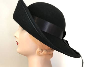 Vintage 60s Sou'Wester Felt Hat 22 with Wide Brim and Ribbon Tails