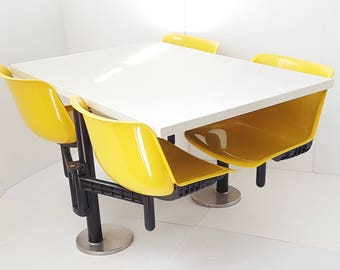 Table of Modus Osvaldo Borsani Tecno 1972 vintage space age 70s seventies pop edition