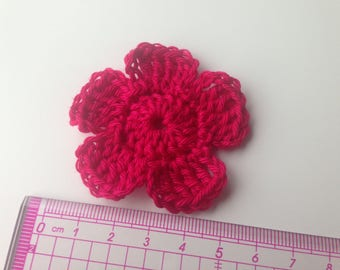 Set of 4 tone pink crochet flowers