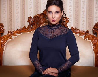 Elegant top made of soft cotton, combined with lace