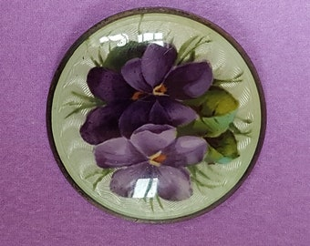 A gorgeous early 20thc silver basse taille enamelled button. Posy of violets. 3cms.