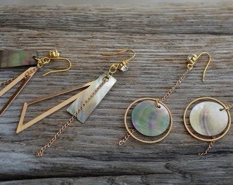 Geometrical earrings. Mother of pearl earrings. Gold geometrical earrings.minimalistische earrings