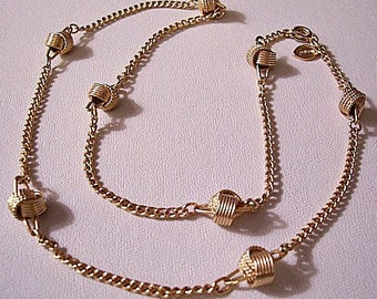 Twisted Ribbed Knot Necklace Gold Tone Vintage Avon 1977 Delicate Knot Curb Link Chain
