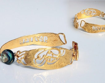 Gold women Kabbalah flexible nacre bracelet, unique and modern jewelry made in Israel.