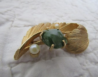 Vintage Lisner  Brooch Jade Stone and faux pearls