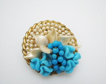 Beautiful Vintage Gold Tone Brooch with Simulated Pearls & Blue Beads