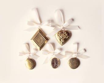 Bridal bouquet locket, Golden locket charm, Remembrance photo locket charm, Upcycled vintage locket, Gold Bouquet charm, Wedding gift bride