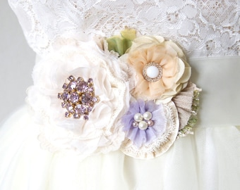Bridal Belt - Floral Bridal Sash - Wedding Sash Flower - Flower Sash for Garden Wedding - Lavender Wedding - Fabric Flower Pin - Sash Pin