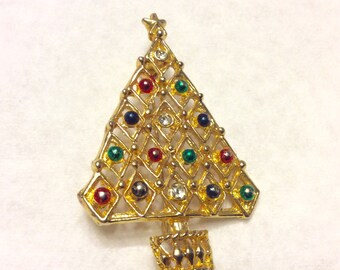 Vintage Christmas Tree brooch pin.