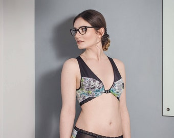 Racerback underwired bra with soft cup front clasp