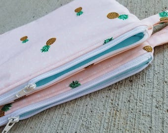 The Pool Pouch {Pink Dots & Pineapples} Take me to the beach! Fully lined in PUL.  Wet bag.