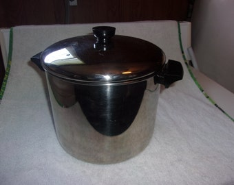 Vintage Revere Ware 8 Qt. Dutch Oven made of stainless steel