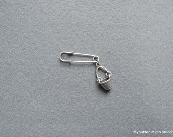 Micro charm brooch _ bucket