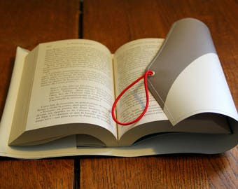 Upcycling book covers / protects book / plastic