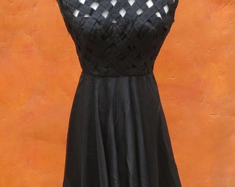 Stunning Vintage 1950s 1960s Black Lattice Swing Dress caged V open back Sz 0 2 xs
