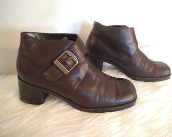 Vintage Chunky Heel Bass Ankle Boots ~ Brown leather with buckle ~ Woman's 7 ~ Grunge Hipster Club Kid