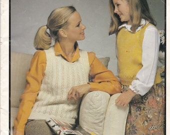 Patons 4 ply Crochetwist Lady and Girls Knitting Pattern No 590 - Vintage 1970's