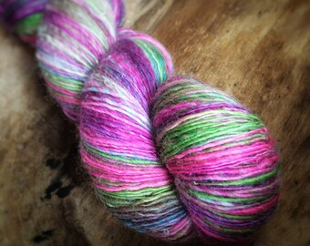Bloom - supreme corridale wool  - single thread handspun shawl yarn 104gr 450m