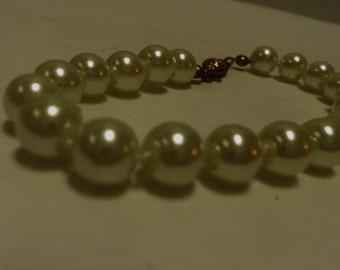 vintage PEARL bracelet, creamy white pearls