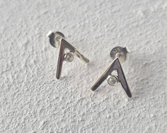 V shape 925 sterling silver post earrings with zirconium