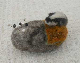 Badger on pebble, felted pincushion,Pebble pincushion, badger pincushion, easter gift, mothers day, Needle Felted gift, needles and pins