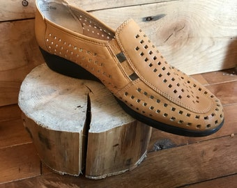 Vintage - pumps - shoes - Mellow comfort - 6 1/2 - beige leather - weave - like loafers