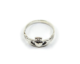 Dainty Claddagh Ring .925 sterling silver