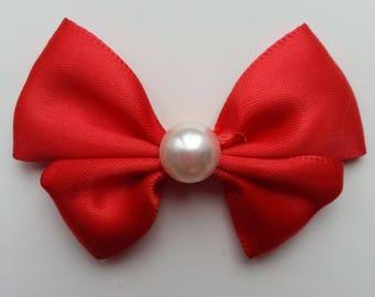 noeud en satin rouge  et demi perle blanche 42*55mm