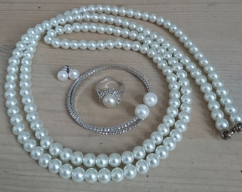 Vintage Pearl jewellery for dressing up